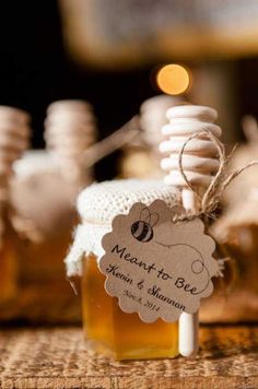 Honey wedding favors you will love! Here are some of the best wedding favors for any kind of theme wedding where you want to give your guests honey to take home as a gift. Wedding Favors And Gifts, Honey Wedding Favors, Creative Wedding Favors, Inexpensive Wedding Favors, Elegant Wedding Favors, Personalized Wedding Favors, Unique Weddings, Wedding Presents For Guests, Craft Wedding