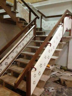 Glass Stairs Design, Staircase Railing Design, Modern Stair Railing, Staircase Handrail, Balcony Railing Design, Ceiling Design, Door Design, Stair Walls, Stairway Lighting