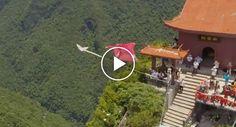Homem Salta De Helicóptero Com Fato De Wingsuit e Atinge Alvo a 193 Km/H