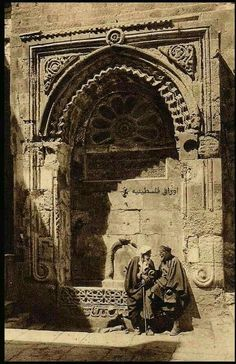 سبيل السلسلة عام 1920 - المسجد الأقصى المبارك- القدس Chain watering 1920 - Aqsa mosque Jerusalem Palestine History, Israel History, Jewish History, Islamic Architecture, Beautiful Architecture, Old Pictures, Old Photos, Naher Osten, Dome Of The Rock