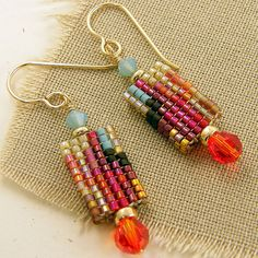 Love the colors - simple but striking interesting colorway Brick Stitch Earrings, Seed Bead Earrings, Beaded Earrings, Seed Beads, Drop Earrings, Beads Jewelry, Beaded Jewelry Designs, Jewelry Art, Jewellery