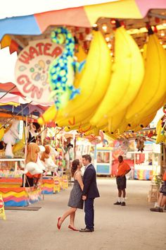 GIANT BANANAS. this was enough to convince me I have to have my engagement photos at the SD fair. done.