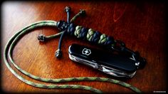Alternated lanyard/diamond knots paracord neck lanyard with Mini Vinnie Garoon Cowboy Beads in black oxide finish, with a Victorinox Yeoman MS Swiss Army Knife from SwissBianco