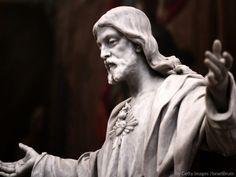 Consagração da Família ao Sagrado Coração Jesus Christ Statue, Spreading Rumors, Luke 8, Jesus E Maria, Powerful Scriptures, Catholic News, The Lives Of Others, Touch Me, Faith In God