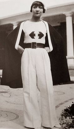 Look How Beautiful These Super High Waist Vintage Pants! Fascinating Pictures of Women in Wide Leg Trousers From the ~ vintage everyday Photos Of Women, Fashion Tips For Women, Womens Fashion, Vintage Pants, Vintage Outfits, 1930s Fashion, Vintage Fashion, Nike Run, Retro Mode
