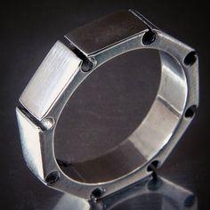 #gyűrű #ring #ezüstékszer #egyediékszer #egyediajándék #masterpiece #ezüst #silver #simple #mechanic  www.ekszercenter.hu