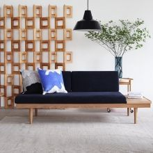 Japanese Living Room Decor, Wood Sofa, Home And Living, Tiny House, Love Seat, Couch, Furniture, Home Decor, Wooden Sofa