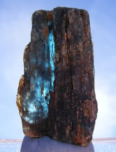 "ifuckingloveminerals: "" Kyanite Huckitta Well, Harts Range, Central Desert Region, Northern Territory, Australia "" That blue shimmer is awesome Minerals And Gemstones, Crystals Minerals, Rocks And Minerals, Stones And Crystals, Gem Stones, Cool Rocks, Beautiful Rocks, Silicate Minerals, Mineralogy"