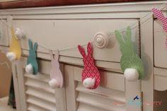 She's {kinda} Crafty: Pottery Barn Kids Knock-off Easter Bunting