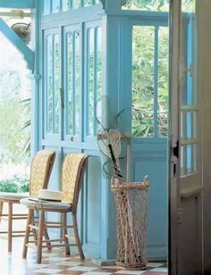 Colour and surprisingly love the floor Aspen, Cap Ferret, Beach Cottage Style, French Interior, Decorating Small Spaces, Color Of Life, Coastal Living, Best Hotels, Extra Rooms