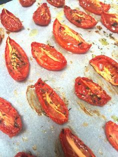Make solar dried tomatoes your self from the oven Healthy Soda, Healthy Smoothies, Healthy Drinks, Healthy Recipes, Make Sun Dried Tomatoes, Low Carb Brasil, Italian Pasta Recipes, Good Food, Yummy Food