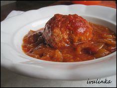 Klopsy vytvoříme tak, že mleté maso smícháme s vejcem prolisovaným česnekem, osolíme, opepříme, nasypeme majoránku.Vytvoříme kuličky, kdyby byla… Mince Meat, Tandoori Chicken, Pork, Beef, Ethnic Recipes, Low Carb, Kale Stir Fry, Meat, Pork Chops