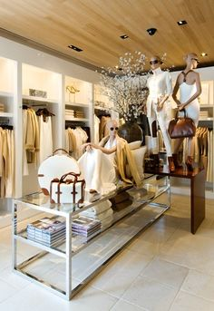 Visual Merchandiser, styling and still life designs Ralph Lauren In-Store for Project 3 Clothing Store Interior, Clothing Store Displays, Clothing Store Design, Boutique Interior Design, Boutique Decor, Fashion Boutique, Fashion Store Design, Decoration Vitrine, St Moritz