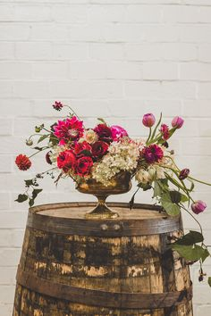 Gorgeous wedding centerpiece #theperfectpalette #fallwedding #fallcenterpiece #centerpiece