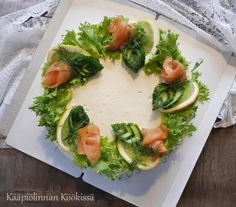 Kääpiölinnan köökissä: Ihana lohivoileipäkakku kevään ja kesän juhliin ♥ Sandwich Cake, Sandwiches, Gourmet Recipes, Mexican Food Recipes, Salty Foods, Savoury Cake, Party Snacks, Avocado Toast, Food Art