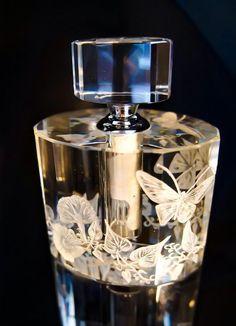 Bottleengraving Perfume Bottle Hand engraved Crystal by AkokoArt Crystal Perfume Bottles, Antique Perfume Bottles, Vintage Bottles, Parfum Mademoiselle, Perfumes Vintage, Beautiful Perfume, Bottle Vase, Bottle Design, Butterflies