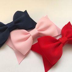 kit 3 laços gorgurão Hair Ribbons, Ribbon Bows, Baby Clothes Brands, Large Hair Bows, Toddler Hair Clips, Diy Bow, Diy Headband, Diy Hair Accessories, Girls Bows
