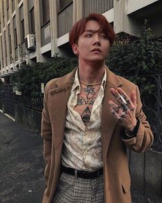 Rule Don't piss off a Yakuza. You can easily identify them as only Yakuzas have tattoos covering their bodies. Rule If a Yakuza claims you as his, you a. J Hope Gif, Bts J Hope, Jikook, Jung Hoseok, Kim Namjoon, Estilo Bad Boy, Jimin, V Chibi, J Hope Dance