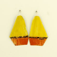 Painted brass earrings by Johanne Ratté @lesjoanneries, 2017 #contemporaryjewelry #artjewelry