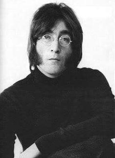 John Lennon (The Lennon look) Julian Lennon, Imagine John Lennon, John Lennon And Yoko, John Lennon Beatles, The Beatles, Beatles Photos, Ringo Starr, George Harrison, Paul Mccartney