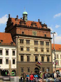 lady in black: Pilsen, city of beer #pilsen #czechrepublic #plzen #travel #traveleurope #placestogo #travelblogger #pilsnercity