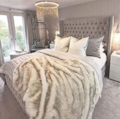 20 tips will help you improve the environment in your bedroom Glamorous wintery bedroom inspiration from decoration salon decoration interieur maison Cute Bedroom Ideas, Room Ideas Bedroom, Bedroom Decor, Champagne Bedroom, Glam Bedroom, Online Furniture Stores, Furniture Shopping, Dream Rooms, Luxurious Bedrooms