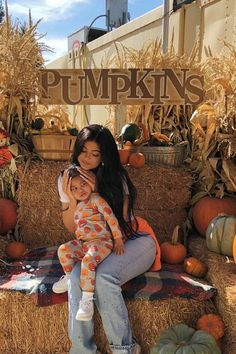 If Kylie Jenner and Stormi's Pumpkin Patch Photos Are This Cute, We Can't Wait For Halloween Kylie Jenner Baby, Kyle Jenner, Kylie Jenner Outfits, Kylie Jenner Style, Kendall Jenner, Kylie Baby, Kylie Jenner Instagram, Estilo Kardashian, Kardashian Jenner