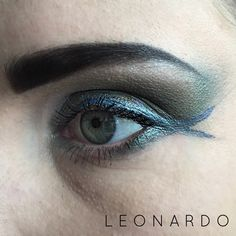 Leonardo Teenage Mutant Turtle inspired eyeshadow. See how I did it at: http://www.cara-scott.com/blog/2014/10/12/tmnt-inspired-eyes