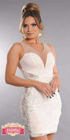 Vestido de Renda na lateral — TRINTEI SHOP www.trinteishop.com.br
