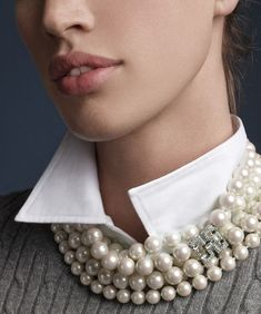 Fonte : www.lyst.com Brooks & Brothers , pearl necklace with deco clasp. Source : tinamotta.tumblr.com