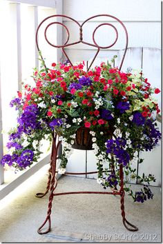 Really pretty. Beautiful pot of course! But I would have to file this under Yard Art because I just love this artsy chair to hold the planter! Both are really nice! Yard Art, Chair Planter, Deco Floral, Amazing Decor, Garden Chairs, Garden Projects, Garden Inspiration, Container Gardening, Flower Pots