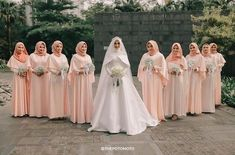 Image may contain: 5 people, people standing and wedding Muslim Wedding Gown, Muslimah Wedding Dress, Muslim Wedding Dresses, Muslim Brides, Wedding Hijab, Bridesmaid Poses, Bridesmaid Outfit, Wedding Bridesmaid Dresses, Wedding Party Dresses