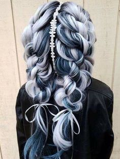 Black women have wonderful curly hair that can be transformed in lots of great wedding hairstyles including braided beauty. Best Wedding Hairstyles, Trendy Hairstyles, Girl Hairstyles, Braided Hairstyles, Witchy Hairstyles, Beautiful Hair Color, Hair Dos, Prom Hair, Dyed Hair