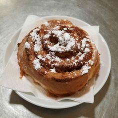 Aveti pofta de o placinta cu mere in Radauti? Restaurantul Colieri va poate surprinde placut cu un desert delicios!