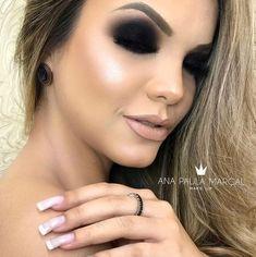 by ana paula marçal Sexy Makeup, Flawless Makeup, Beauty Makeup, Makeup Looks, Hair Beauty, Fun Makeup, Black Smokey Eye, Smokey Eye Makeup, Total Black
