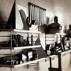 garage organization with industrial style String Pocket, Metal Shelves, Shelving, Home Interior Design, Interior Styling, String Shelf, House Doctor, Garage Organization, Industrial Style