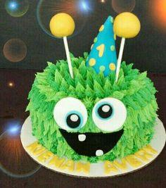 Monster Smash Cake — First Birthday Cakes Monster Smash Cakes, Monster Birthday Cakes, Monster First Birthday, Monster 1st Birthdays, Monster Birthday Parties, Monster Party, Cake Smash, Monster Food, Cookie Monster