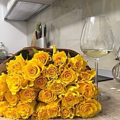 Uploaded by Find images and videos about girl, summer and beauty on We Heart It - the app to get lost in what you love. Flower Bomb, My Flower, Flower Power, Flowers Wine, Love Flowers, Yellow Roses, White Roses, One And Only, Pink Fashion