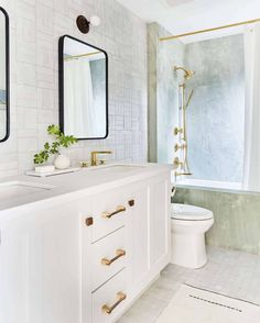 Our Go-To Cabinet Hardware Placement + 60 Of Our Shoppable Favorites - Emily Henderson #hardware #kitchentrends #bathroomtrends #cabinethardware Target Shower Curtains, Walk In Shower Designs, Small Bathroom, Bathroom Ideas, Master Bathroom, Bathroom Organization, Bathroom Island, Spa Bathrooms, Bathroom Makeovers
