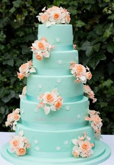mintgreen and peach wedding cake by Bellaria cake design Round Wedding Cakes, Creative Wedding Cakes, Beautiful Wedding Cakes, Gorgeous Cakes, Wedding Cake Designs, Pretty Cakes, Peach Wedding Cakes, Peach Weddings, Wedding Cupcakes