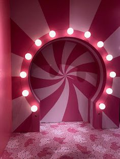 door entrence with light Design Set, Stage Design, Event Design, House Design, Corporative Events, Ice Cream Museum, Photowall Ideas, Pink Room, Pink Aesthetic