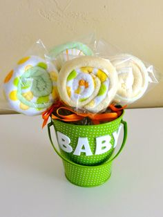 DIY-  Baby Washcloth Lollipops - baby shower gift.