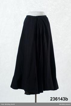 Nordiska museet - Fotograf Wreting, Bertil Ladies Fashion, Womens Fashion, Sweden, Mona Lisa, Skirts, Fashion Styles, Women's Work Fashion, Fashion Women, Skirt