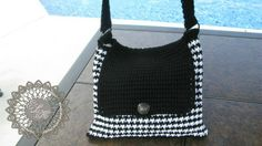 Free Crochet Pattern of a Hounds ToothTote