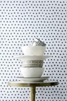 En tapet i non-woven materiale. Hver rulle er 10,05 m. Bredde 53 cm. Mønsterrapport 17,67 cm. Made in Sweden.<br><br>Non woven-tapeter gør det lettere at tapetsere fordi du stryger limen direkte på væggen og derefter sættes tapetet op. Der skal anvendes vævlim, da almindelig tapetklister er beregnet til papirtapeter. Her hos Ellos kan du købe en velegnet vævlim! <br><br>
