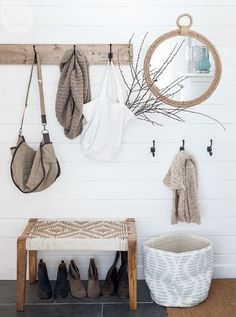 3 Nice Cool Tips: Floating Shelves Kids Easy Diy floating shelves above couch interior design.Floating Shelf Mirror Entryway how to decorate floating shelves bookshelves.Floating Shelves Above Couch Interior Design. Foyer Decorating, Decorating On A Budget, Interior Decorating Tips, Style At Home, Cheap Home Decor, Diy Home Decor, Decor Room, Bedroom Decor, Wall Decor
