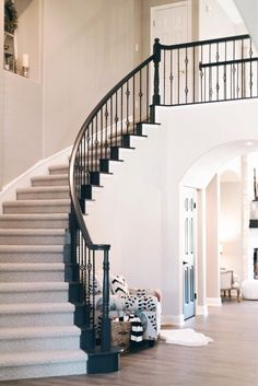 Modern Staircase Design Ideas - Surf images of modern stairs and also discover design as well as design ideas to motivate your own modern staircase remodel, including distinct railings and storage . Foyer Staircase, Staircase Runner, Staircase Remodel, Staircase Makeover, Stair Railing, Staircase Design, Railings, Black Staircase, Black Railing