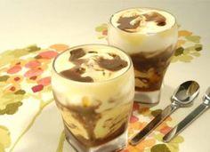 """Em dias muito quentes, o ideal é apostar em doces como o <a href=""""http://mdemulher.abril.com.br/culinaria/receitas/receita-de-gelado-rico-484191.shtml"""" target=""""_blank"""">gelado rico</a>, servidos em copos para todos os seus convidados."""