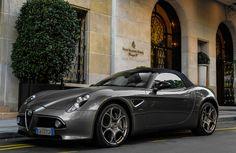 Alfa Romeo 8C Spider #alfa #alfaromeo #italiancars Échale un vistazo http://www.cochessegundamano.es/alfa-romeo/spider/