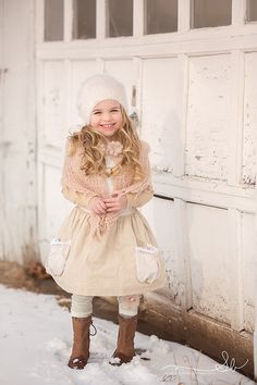 If the background already has red and green in it, consider a more monochromatic outfit to stand out from the visually bright background. Little Girl Fashion, Fashion Kids, Winter Photography, Children Photography, Girl Outfits, Fashion Outfits, Winter Photos, Winter Kids, Photography Workshops
